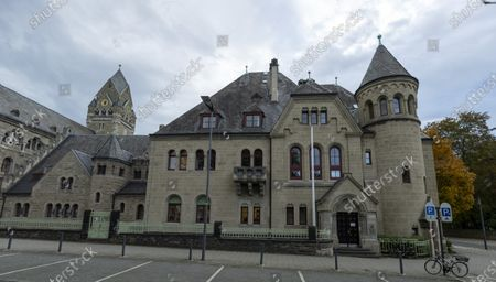 An exterior view of a part of the Higher Regional Court in Koblenz, Germany, 22 October 2020. The General Prosecutor's Office in Koblenz accuses a 29-year-old defendant of having participated as a member in the terrorist organization Islamic State (IS)' in the period from September 2014 to the beginning of February 2019.