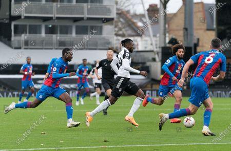 André-Frank Zambo Anguissa of Fulham (29) runs at Scott Dann of Crystal Palace (6)
