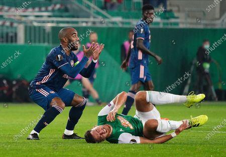 frustration of Alexandre Lacazette, Ercan Kara on the floor,