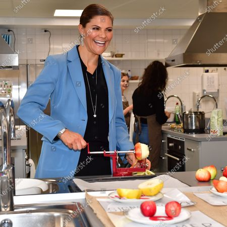 Crown Princess Victoria visits the Rinman special school in Eskilstuna, Sodermanland county. Here the Crown Princess helps during the home economics class with the todays theme, apples.