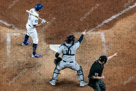 Arlington, Texas, Wednesday, October 21, 2020 Los Angeles Dodgers second baseman Chris Taylor (3) strikes out on a check swing in the ninth inning to end game two of the World Series at Globe Life Field. Tampa Bay Rays catcher Mike Zunino (10) and umpire Todd Tichenor (13) point to first base umpire Chris Guccione to confirm Taylor's swing. (Robert Gauthier/ Los Angeles Times)