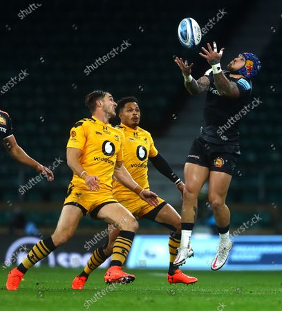 Stock Photo of Jack Nowell of Exeter Chiefs claims the high ball