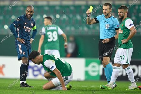 Alexandre Lacazette (L) of Arsenal is booked by Czech referee Pavel Kralovec (2-R) during the UEFA Europa League group B soccer match between SK Rapid Vienna and Arsenal FC in Vienna, Austria, 22 October 2020.