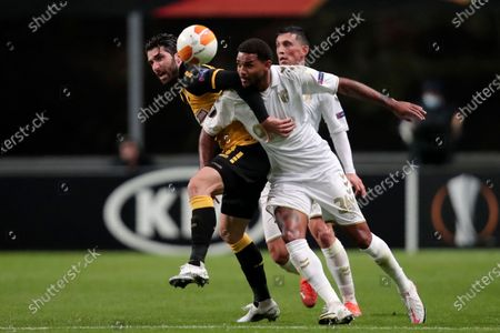 AEK's Karim Ansarifard, left, fights for the ball with Braga's Bruno Viana during the Europa League group G soccer match between Sporting Braga and AEK Athens at the Braga Municipal stadium in Braga, Portugal