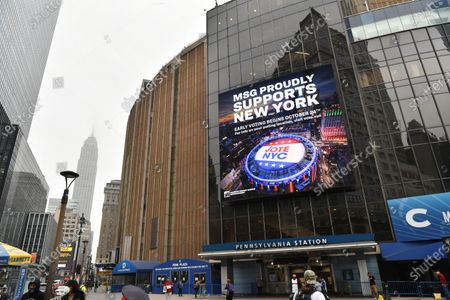 Jumbotron on Madison Square Garden announces In-Person Early Voting on Saturday, Oct 24, 2020