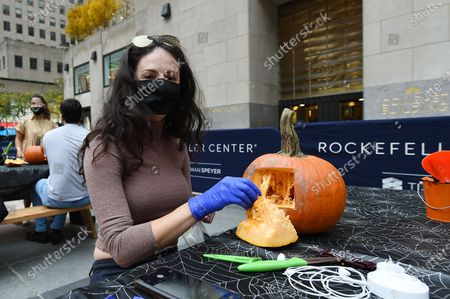 Redakční snímek na téma Pumpkin carving, New York, USA - 22 Oct 2020