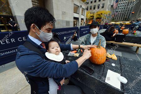 Redakční fotka na téma Pumpkin carving, New York, USA - 22 Oct 2020