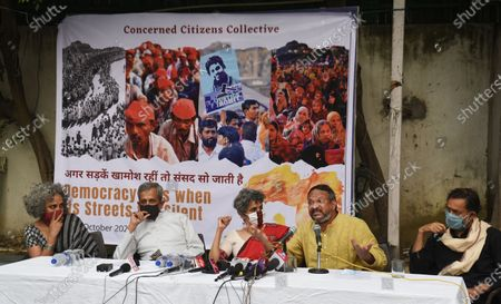 (L to R) Writer Arundhati Roy, advocate Sanjay Hegde, academician Nivedita Menon, human rights activist Bezwada Wilson and activist Yogendra Yadav address the media on the Supreme Court's recent statements on public protests, at Press Club of India on October 22, 2020 in New Delhi, India.