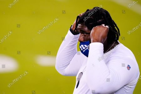 New York Giants' Dalvin Tomlinson warms up before an NFL football game against the Philadelphia Eagles, in Philadelphia