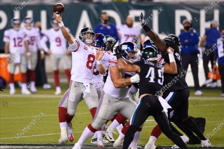 New York Giants' Daniel Jones passes for a touchdown during the first half of an NFL football game against the Philadelphia Eagles, in Philadelphia