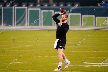 Philadelphia Eagles' Carson Wentz warms up before an NFL football game against the New York Giants, in Philadelphia