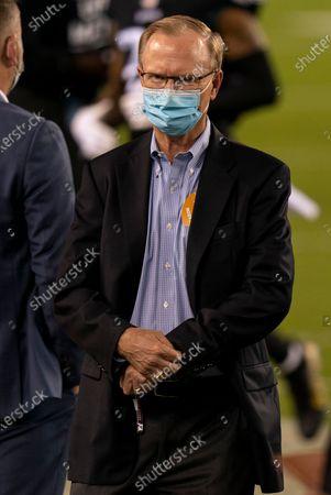 New York Giants president John Mara looks on prior to the NFL football game against the Philadelphia Eagles, in Philadelphia