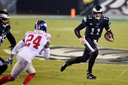 Philadelphia Eagles' Carson Wentz scrambles during the first half of an NFL football game against the New York Giants, in Philadelphia