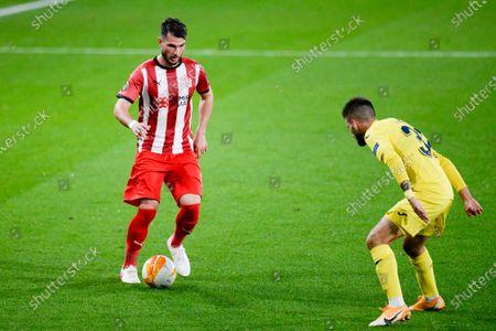Alex Rodriguez of Villarreal and Caner Osmanpa?al of Sivasspor are seen in action during the Europa League football match between Villarreal and Sivasspor at Ceramica Stadium. (Final score; Villarreal 5:3 Sivasspor)