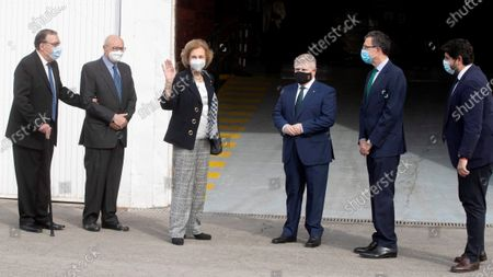 Spanish Emeritus Queen Sofia (3-L) is accompanied by Murcia's regional President Fernando Lopez Miras (R) and other authorities as she visits Food Bank facilities in Segura, Murcia, south-eastern Spain, 23 October 2020.