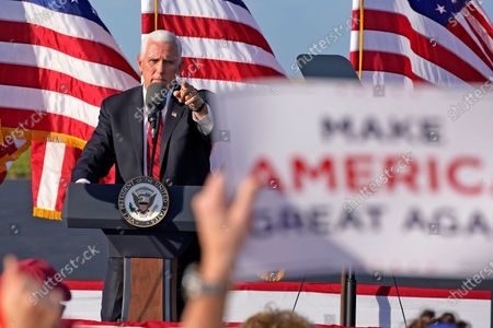 Election 2020 Pence, West Mifflin, United States - 23 Oct 2020 témájú szerkesztői fotó