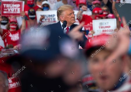 Redakční obrázek na téma President Trump campaigns in Florida, The Villages, USA - 23 Oct 2020