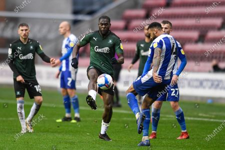 Frank Nouble (7) of Plymouth Argyle challenges Curtis Tilt (4) of Wigan Athletic for the ball