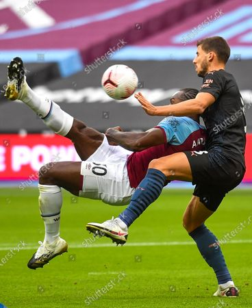 Michail Antonio (L) of West Ham scores the opening goal against Manchester City's Ruben Dias (R) during the English Premier League match between West Ham United and Manchester City in London, Britain, 24 October 2020.