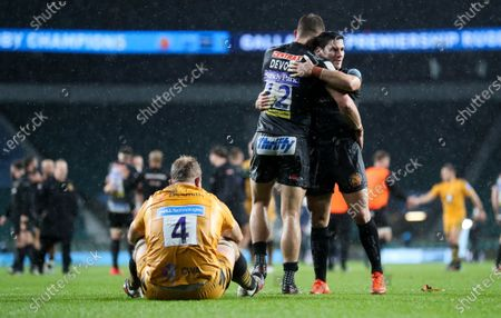 Joe Launchbury (Captain) of Wasps devastated and dejected after defeat as Ollie Devoto of Exeter celebrates