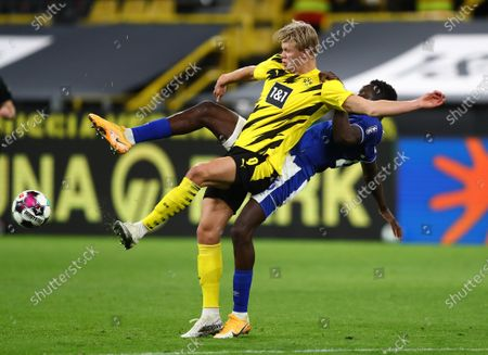 Salif Sane (R) of Schalke in action against Erling Haaland (L) of Dortmund during the German Bundesliga soccer match between Borussia Dortmund and FC Schalke 04 in Dortmund, Germany, 24 October 2020.