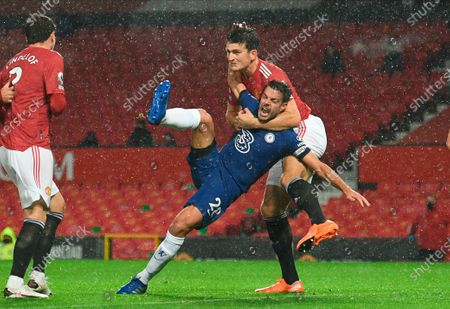 Harry Maguire (R) of Manchester United in action against Chelsea's Cesar Azpilicueta (C) during the English Premier League soccer match between Manchester United and Chelsea FC in Manchester, Britain, 24 October 2020.