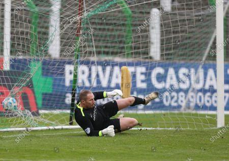 Ballymena United vs Glenavon, The Oval, Belfast. Glenavon's James Taylor has a pebtlty scores against him