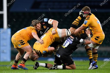 Harry Williams of Exeter Chiefs and Jonny Hill of Exeter Chiefs tackles Joe Launchbury of Wasps