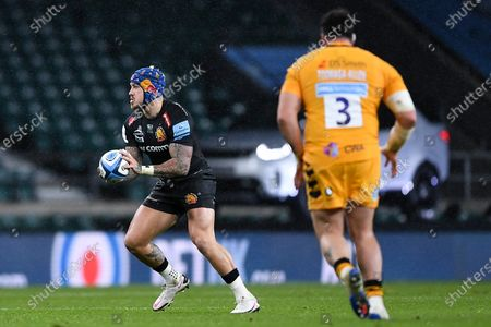 Jack Nowell of Exeter Chiefs is marked by Jeff Toomaga-Allen of Wasps
