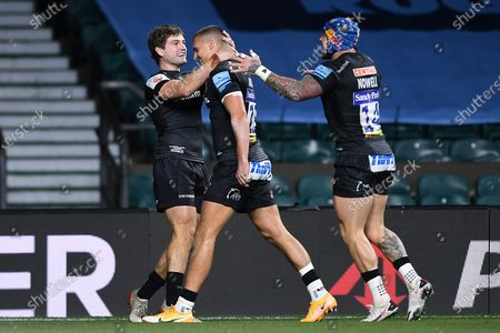 Henry Slade of Exeter Chiefs celebrates scoring his sides first try of the game with Jack Maunder of Exeter Chiefs and Jack Nowell of Exeter Chiefs