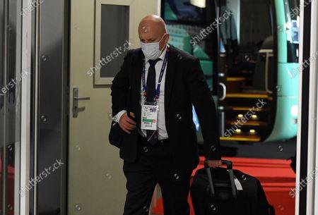 France defence coach Shaun Edwards arrives.