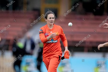 Heather Graham of Perth Scorchers bowls during the week 1 Women's Big Bash League cricket match between Perth Scorchers and Brisbane Heat.