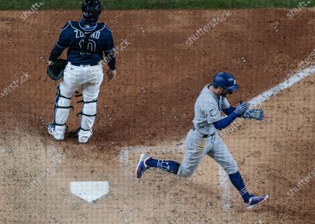 Arlington, Texas, Saturday, October 24, 2020 Los Angeles Dodgers left fielder Chris Taylor (3) scores a go ahead run in the eighth inning in game four of the World Series at Globe Life Field. (Robert Gauthier/ Los Angeles Times)