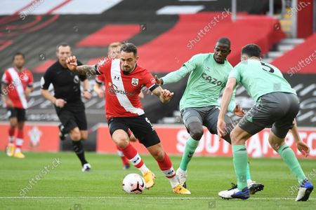Stock Image of Southampton's Oriol Romeu, centre left, controls the ball during an English Premier League soccer match between Southampton and Everton at the St. Mary's stadium in Southampton, England