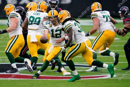 Green Bay Packers quarterback Aaron Rodgers (12) hands off to running back Jamaal Williams during the second half of an NFL football game against the Houston Texans, in Houston
