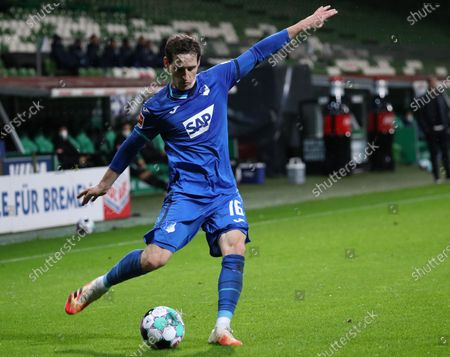 Hoffenheim's Sebastian Rudy in action during the German Bundesliga soccer match between SV Werder Bremen and TSG Hoffenheim 1899 in Bremen, Germany, 25 October 2020.