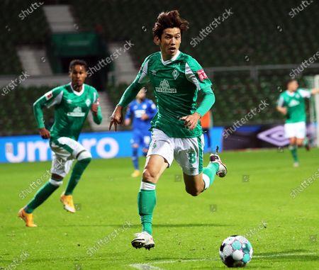 Bremen's Yuya Osako in action during the German Bundesliga soccer match between SV Werder Bremen and TSG Hoffenheim 1899 in Bremen, Germany, 25 October 2020.