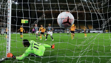 Wolverhampton goalkeeper Rui Patricio is beaten as Newcastle score the 1-1 during the English Premier League match between Wolverhampton Wanderers and Newcastle United in Wolverhampton, Britain, 25 October 2020.