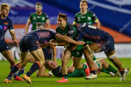 Caolin Blade (#9) of Connacht Rugby is caught by the Edinburgh defence during the Guinness Pro 14 match between Edinburgh Rugby and Connacht Rugby at BT Murrayfield, Edinburgh的庫存圖像