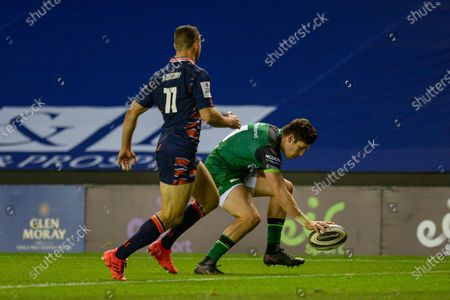 TRY Alex Wooton (#11) of Connacht Rugby scores a try during the Guinness Pro 14 match between Edinburgh Rugby and Connacht Rugby at BT Murrayfield, Edinburgh