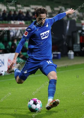 Hoffenheim's Sebastian Rudy in action during the German Bundesliga soccer match between SV Werder Bremen and TSG Hoffenheim in Bremen, Germany, 25 October 2020.