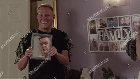 Coronation Street - Ep 10164 Monday 9th November 2020 - 2nd Ep Sean Tully, as played by Antony Cotton, persuades George Shuttleworth, as played by Tony Maudsley, to let him try out the new range of beauty products on him.