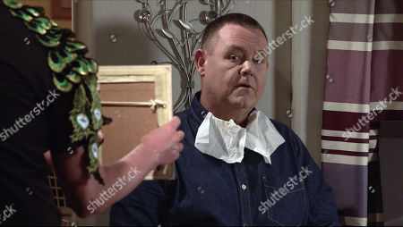Coronation Street - Ep 10164 Monday 9th November 2020 - 2nd Ep Sean Tully persuades George Shuttleworth, as played by Tony Maudsley, to let him try out the new range of beauty products on him.