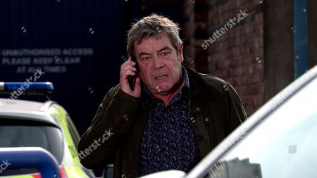 Coronation Street - Ep 10155 & Ep 10156 Friday 30th October 2020 When Jenny Connor then finds a note from Johnny Connor, as played by Richard Hawley, explaining he's gone to the police station to tell the truth, she tries to call him but Scott grabs the phone and pointing his gun at her, orders Johnny To return home or he'll shoot his wife!