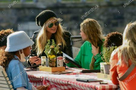 Lou Sulola Samuel, Heidi Klum, Helene Leni Boshoven Samuel, Heidi Klum goes sightseeing with family in Berlin