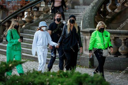 Helene Leni Boshoven Samuel, Lou Sulola Samuel, Heidi Klum, Erna Klum, Heidi Klum goes sightseeing with family in Berlin