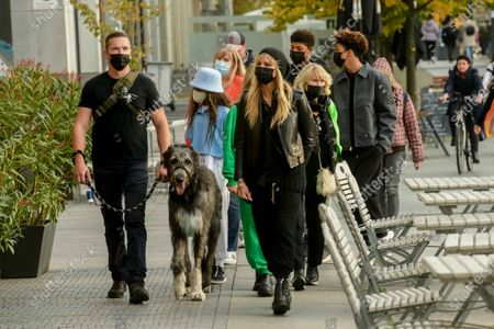 Dog Anton, Lou Sulola Samuel, Helene Leni Boshoven Samuel, Heidi Klum, Erna Klum, Heidi Klum goes sightseeing with family in Berlin