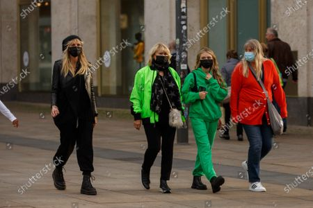 Heidi Klum, Erna Klum, Helene Leni Boshoven Samuel, Heidi Klum goes sightseeing with family in Berlin