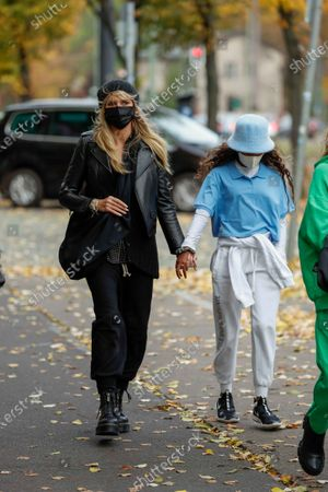 Heidi Klum, Lou Sulola Samuel, Heidi Klum goes sightseeing with family in Berlin