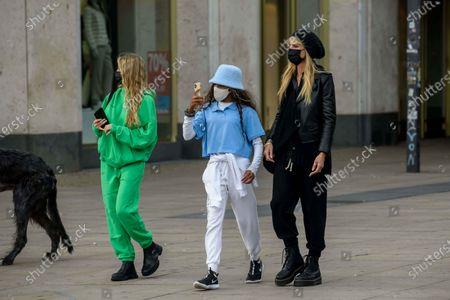 Helene Leni Boshoven Samuel, Lou Sulola Samuel, Heidi Klum, Heidi Klum goes sightseeing with family in Berlin